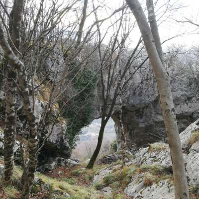 Naravni most in okno Skozno vabita tudi pozimi. Foto: Petra Vidrih