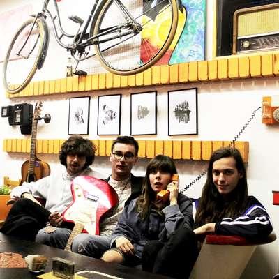 Koala Voice so (z leve) bobnar Miha Prašnikar, kitarist Domen  Don Holc, pevka in kitaristka Manca Trampuš ter basist Tilen  Prašnikar.  Foto: Andraž Gombač