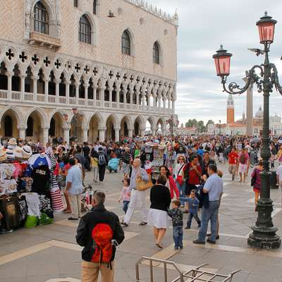 """Dubrovnik in Benetke med kraji, """"ki se jim je najboljše izogniti v 2018"""""""