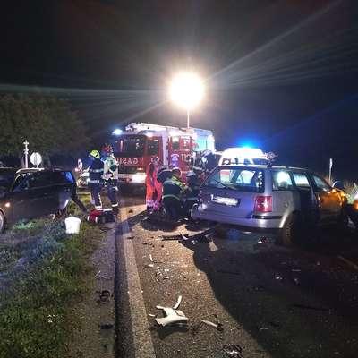 Nesreča pri Selcah se je v sredo zvečer končala s trkom štirih  voznikov. Foto: PGD Postojna