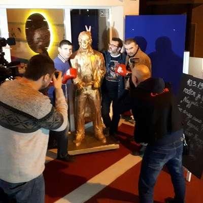 Legendarni filmski igralec Chuck Norris je v hrvaški prestolnici  Zagreb dobil kip v naravni velikosti. Foto: Vir: Facebook