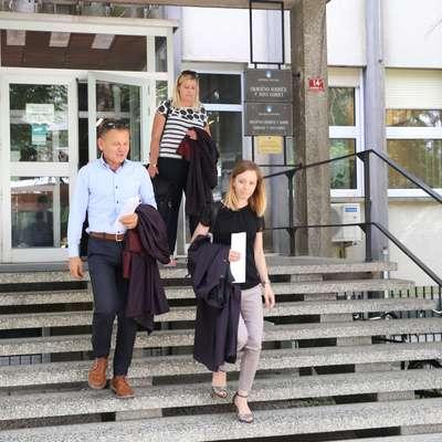 Odhod odvetnikov z razglasitve sodbe zoper osmerico obtoženih  zlorabe prostitucije in pranja denarja v nočnem lokalu Margerita v  Novi Gorici. Foto: Leo Caharija