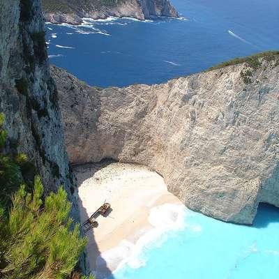 Plaža Navagio na Zakintosu je ena najbolj priljubljenih v Grčiji.  Foto: Vir: Wikipedia