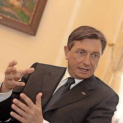 Predsednik republike in pretendent za nov mandat Borut  Pahor je v odzivu na kritike, ki so nanj letele z več strani,  spomnil na čas pred petimi leti, ko se je s stališčem oglasil  tudi bivši predsednik Milan Kučan. Foto: LEO CAHARIJA