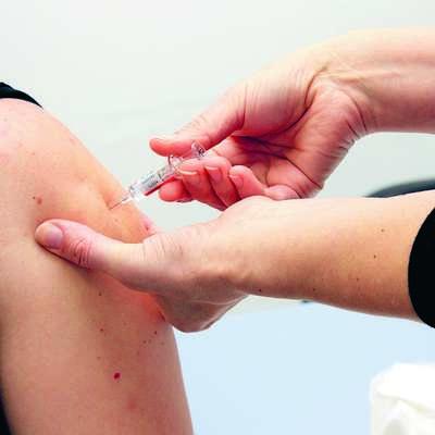Novogoriška občina bo občanom subvencionirala cepljenje proti  klopnemu meningoencefalitisu. Foto: Leo Caharija