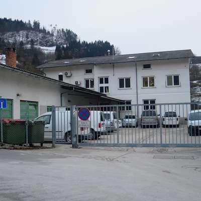 Svetniki občine Idrija so Komunali zaklenili porabo amortizacije za  nakup orodij in strojev. Foto: Saša Dragoš
