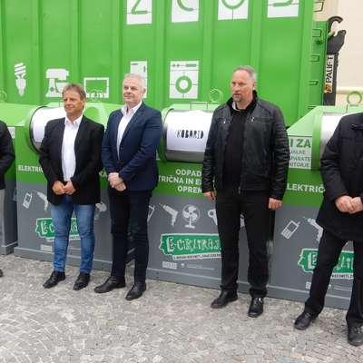 Uroš Brežan, Valter Mlekuž, Emil Šehić, Marko Matajurc in Berti  Rutar (z leve) na predstavitvi zbiralnikov.    Foto: Neva Blazetič