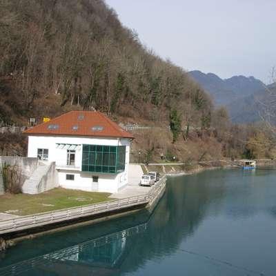 Vodna hiša čaka na priklop na  čistilno napravo in na uporabno  dovoljenje.  Foto: Neva Blazetič