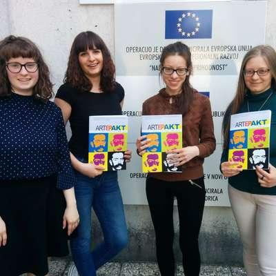 Uredniški odbor Artepakta sestavljajo (z leve) Anika Velišček, Ana  Cukjati, Lionella Costantini in Mateja Konič. Foto: Ana Cukijati