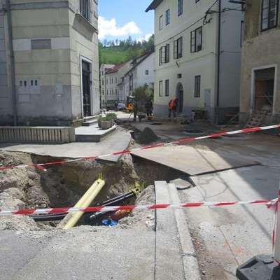 Podobno kot večina dejavnosti je tudi gradbena enota Komunale lani končala v rdečih številkah. Foto: Saša Dragoš