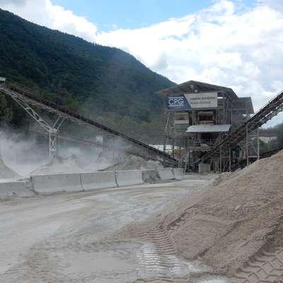 Separacija letno sortira in predela 110 ton gramoza iz rek.  Foto: Neva Blazetič