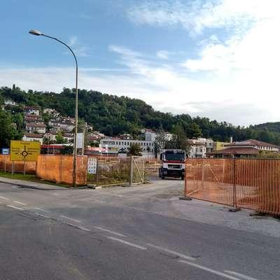 V Lidl Slovenija pravijo, da bodo trgovino odprli čez nekaj  mesecev, in zagotavljajo, da bo dostop do nje varen.  Foto: Mitja Marussig