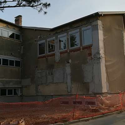 Občina išče novega izvajalca za dokončanje  energetske sanacije in  prenove  stavbe bodoče glasbene šole. Foto: Alenka Tratnik