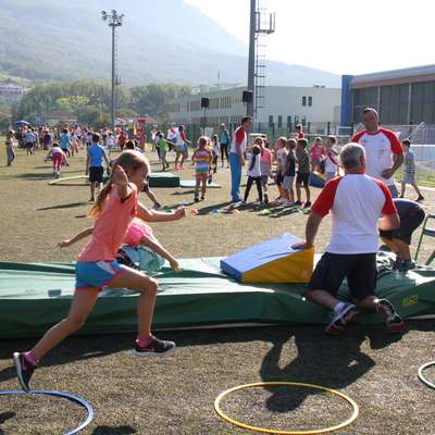 Na Mini olimpijadi je ponudbo športnih klubov in društev v  ajdovski občini spoznalo več kot 1200 učencev.  Foto: Alenka Tratnik