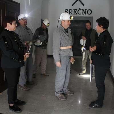 Boštjan Košir (med direktorico Tatjano Dizdarević  in Martino  Peljhan) je turistični rudnik obiskal več kot stokrat, a v njem vedno  odkrije kaj novega. Foto: Saša Dragoš
