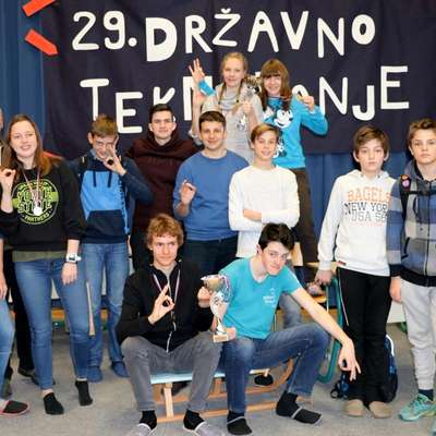 Idrijčani so stopili na vse najvišje stopničke v srednješolski  konkurenci. Pa na četrto tudi.    Foto: Manca Čujež