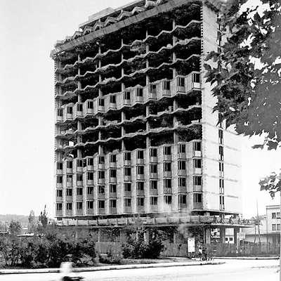 Nebotičnik so gradili nekaj let, dokončan je bil leta 1965.