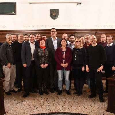 Župan Aleš Bržan je predsednice in predsednike koprskih krajevnih skupnosti pozval, naj  svoje predloge in prioritete, ki so  podlaga za pripravo načrta razvojnih programov,  čim prej posredujejo pristojnim občinskim službam.   Foto: Mestna občina koper