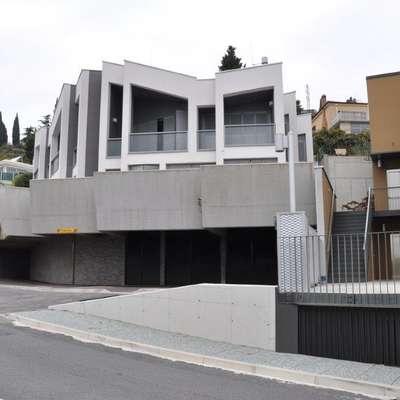 Objekt, namesto katerega je nekoč stala gostilna Feral,  je projektiral arhitekturni studio Sadar & Vuga.