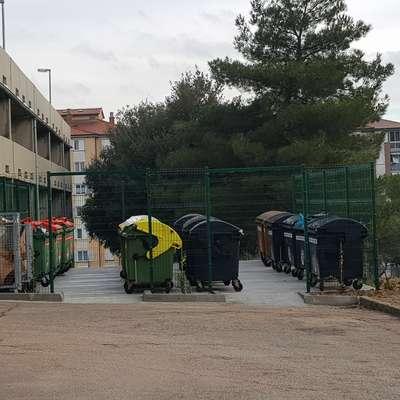 Koprsko komunalno podjetje Marjetica bo na ekoloških otokih  predvidoma konec meseca uvedlo zeleno stražo. Foto: Nataša Hlaj