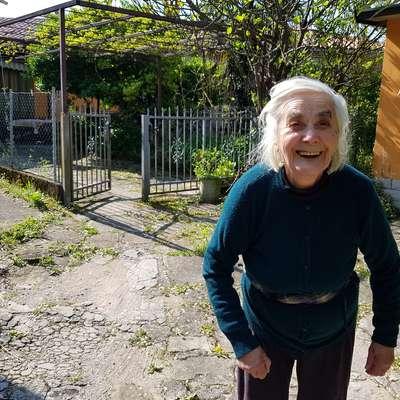 Marija Palčič je zadovoljna, da lahko končno pije dobro vodo, saj  jo je morala do zdaj večkrat prekuhavati. Foto: Nataša Hlaj
