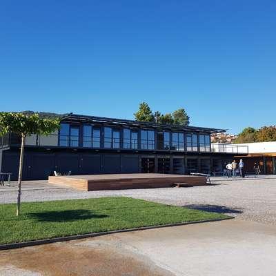 Center vodnih športov so zasnovali kot kompleks 43 montažnih  zabojnikov.  Foto: Nataša Hlaj