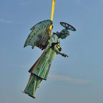 Kip so sneli 6. avgusta, 15. oktobra naj bi ga znova namestili, da bo    še naprej bdel nad Pirančani.   Foto: Zorko Bajc