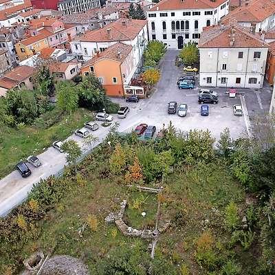 Parkirno hišo pod Muzejskim trgom naj bi začeli graditi jeseni