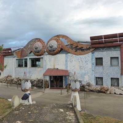 Diskoteko so odprli leta 1995. Pravljični ambient je zasnoval   priznani italijanski arhitekt Gianni Gavioli, z diskoteko je najprej  upravljala družba Evolution.   Foto: Mirjana Cerin