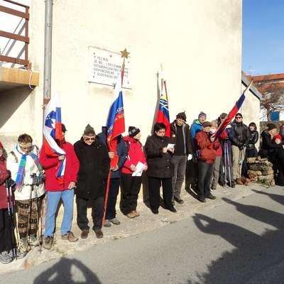 Pohodniki so v treh urah  prehodili dolgo pot od Škofij do Urbancev, Plavij  in nazaj. Foto: Guido Bertok