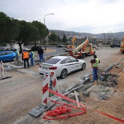 V času gradnje novega krožišča je potrebna strpnost.   Foto: Tomaž Primožič/FPA