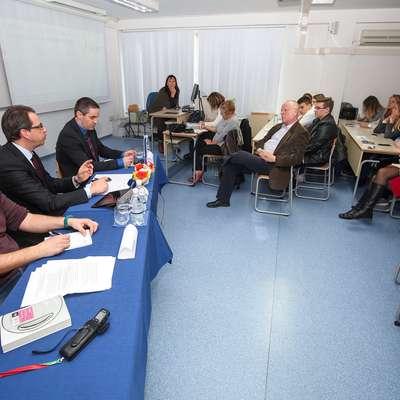 Z leve: Mirsad Begić, Peter Pogačar in Klemen Širok. Okrogli mizi bi moral prisostvovati Borut Brezar iz lani ustanovljenega Sindikata prekarcev, a je zbolel. Foto: Tomaž Primožič/FPA