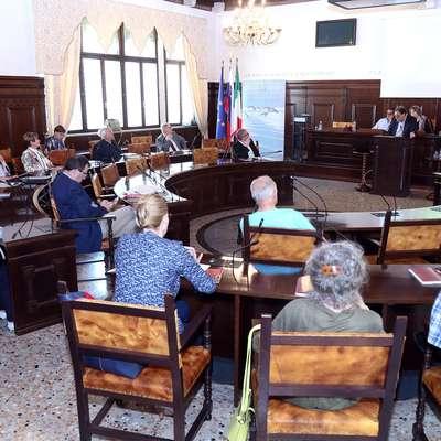 Na včerajšnjem znanstvenem posvetu, nadaljevali ga bodo danes  ob 9.30 in sklenili ob  14.30.  Foto: Zdravko Primožič/FPA