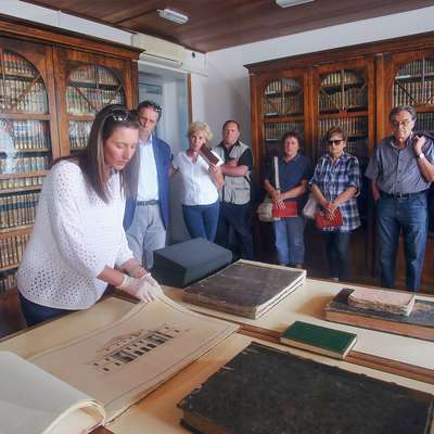 Paoletićeva predstavlja Manetotovo knjigo skic in načrtov  za   podeželsko vilo Grisonijevih iz leta 1798.