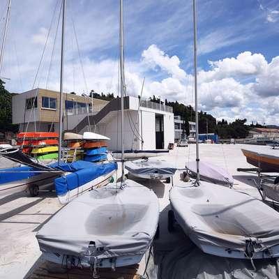 Maritimna ureditev Centra vodnih športov na Bernardinu je  vredna 515.000 evrov, vendar občinski svetniki predlagajo, da bi  ta denar raje namenili obnovi vrtca Morje v Luciji.   Foto: Zdravko Primožič/FPA