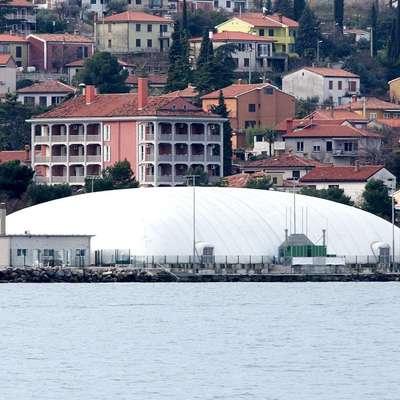 Koprski javni zavod za šport je s prodajo balona v Žusterni iztržil  8500 evrov.  Foto: Tomaž Primožič/FPA