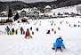 Otrok ni treba skrivati pred mrazom in snegom, le ustrezno jih  je treba obleči in obuti. Foto: Nace Novak