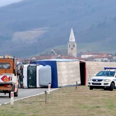 Tovornjakar s Štajerske je izkusil moč burje