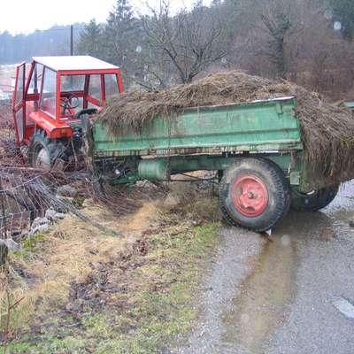 Tudi s traktorji se vsako leto zgodijo številne nesreče. (Fotografija  je simbolična) Foto: Jana Krebelj