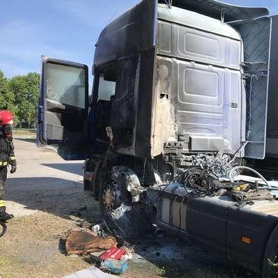 Požar je uničil kabino  in srednji del tovornega vozila. Foto: PGD Šempeter pri Gorici