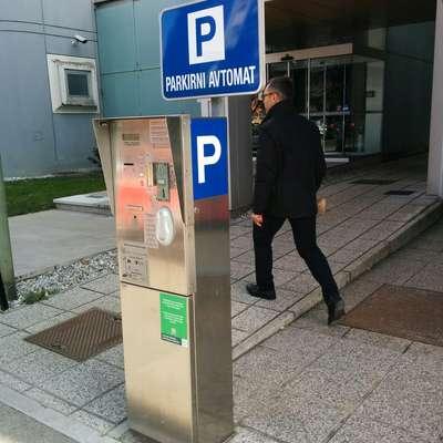 Februarja je 29-letni Novogoričan vlomil v tri parkomate v  središču Nove Gorice in iz njih vzel 114 evrov.   Foto: Ana Cukijati