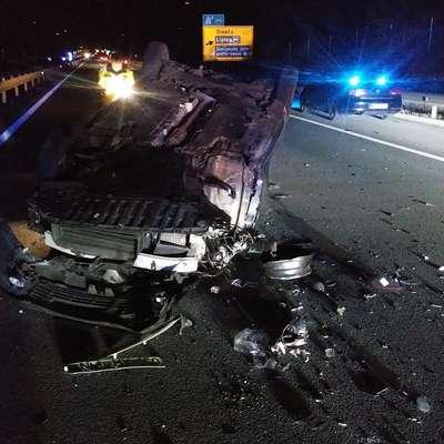 Na slovenskih cestah se je lani zgodilo nekaj več kot 18.000 nesreč,  kar je 2,5 odstotka več kot predlani, vendar je v teh umrlo manj  ljudi, prav tako se jih je manj hudo poškodovalo.  Foto: ZGRS Sežana
