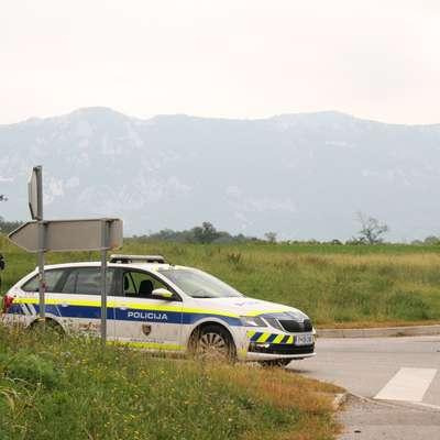 Ubežnika je sredi septembra v zasedi čakalo več policijskih patrulj,  nazadnje pa so ga s pomočjo očividcev izsledili v Selu.    Foto: Primorske novice