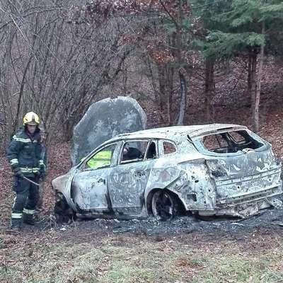 Zakaj in kdo je avto zažgal?
