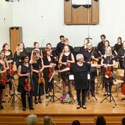 Godalni orkester Glasbene šole Postojna je praznoval 30 let  delovanja.  Foto: Valter Leban