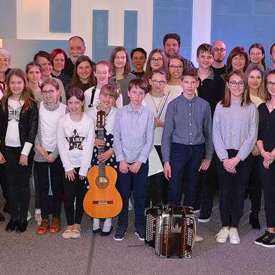 V  studiu Hendrix na Radiu Koper  so bili 28. marca gostje  oddaje učenci in učitelji z  Glasbene šole Ilirska Bistrica.  Foto: Alan Radin, Radio Koper
