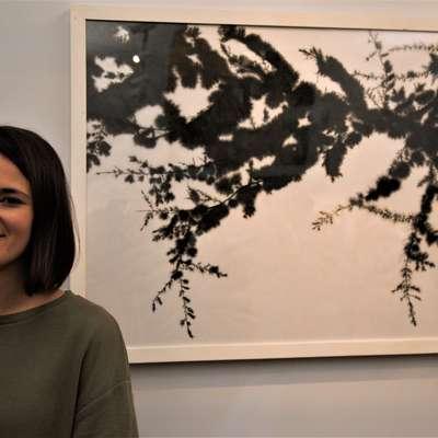 Najvišjo nagrado, ki jo podeljujejo Obalne galerije Piran, je prejela  Tina Konec za sliko z naslovom Kristalizacija. Foto: Jadran Rusjan