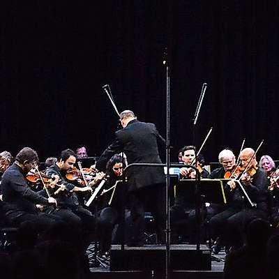 Simfonični orkester   opernega gledališča Giuseppe Verdi iz Trsta je navdušil v nabito polni  dvorani sv. Frančiška.  Foto: Rok Draščič