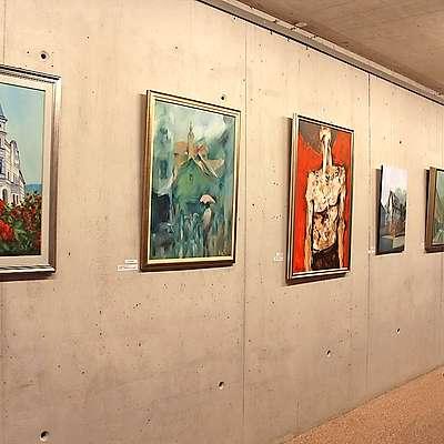 Nagrajena platna si je  v podzemni galeriji sv. Barbare mogoče ogledati še do sobote.  Foto: Saša Dragoš