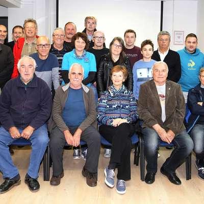 Foto klub   danes povezuje  46 članov - dobra polovica   je tako pogledala v fotografski  objektiv.  Foto: Damijan Sedevčič